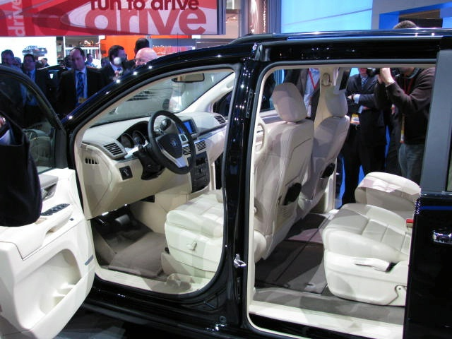 Volkswagen Routan 2011. Volkswagen Routan Unveiled at