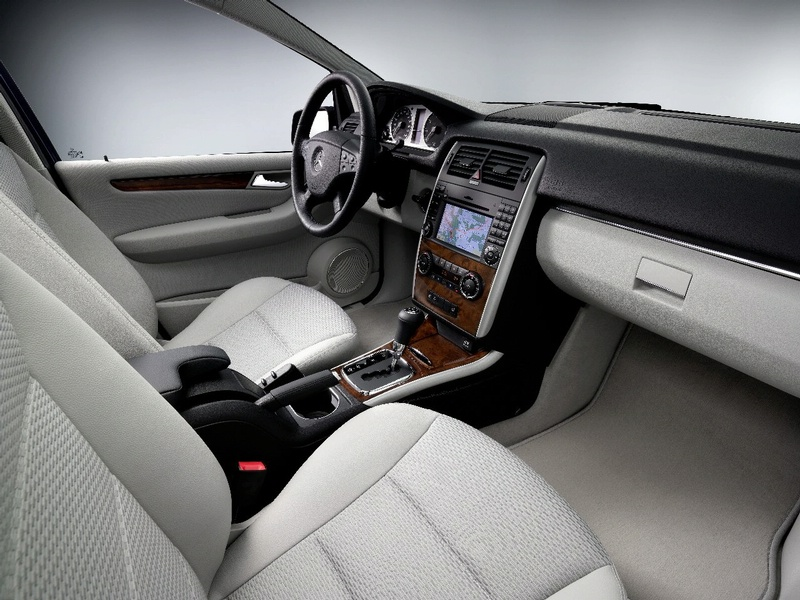 New mercedes b class facelift detail information it s for Artico interieur