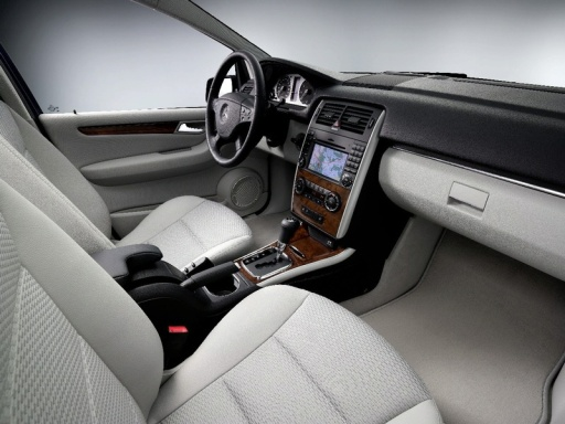 mercedes_b_class_facelift_interior_3.jpg