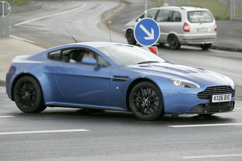 Aston Martin V12 Vantage RS Concept pictures