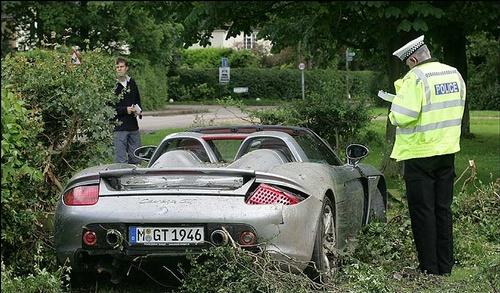 porsche-carrera-gt-crashed-hamilton-img_1.jpg