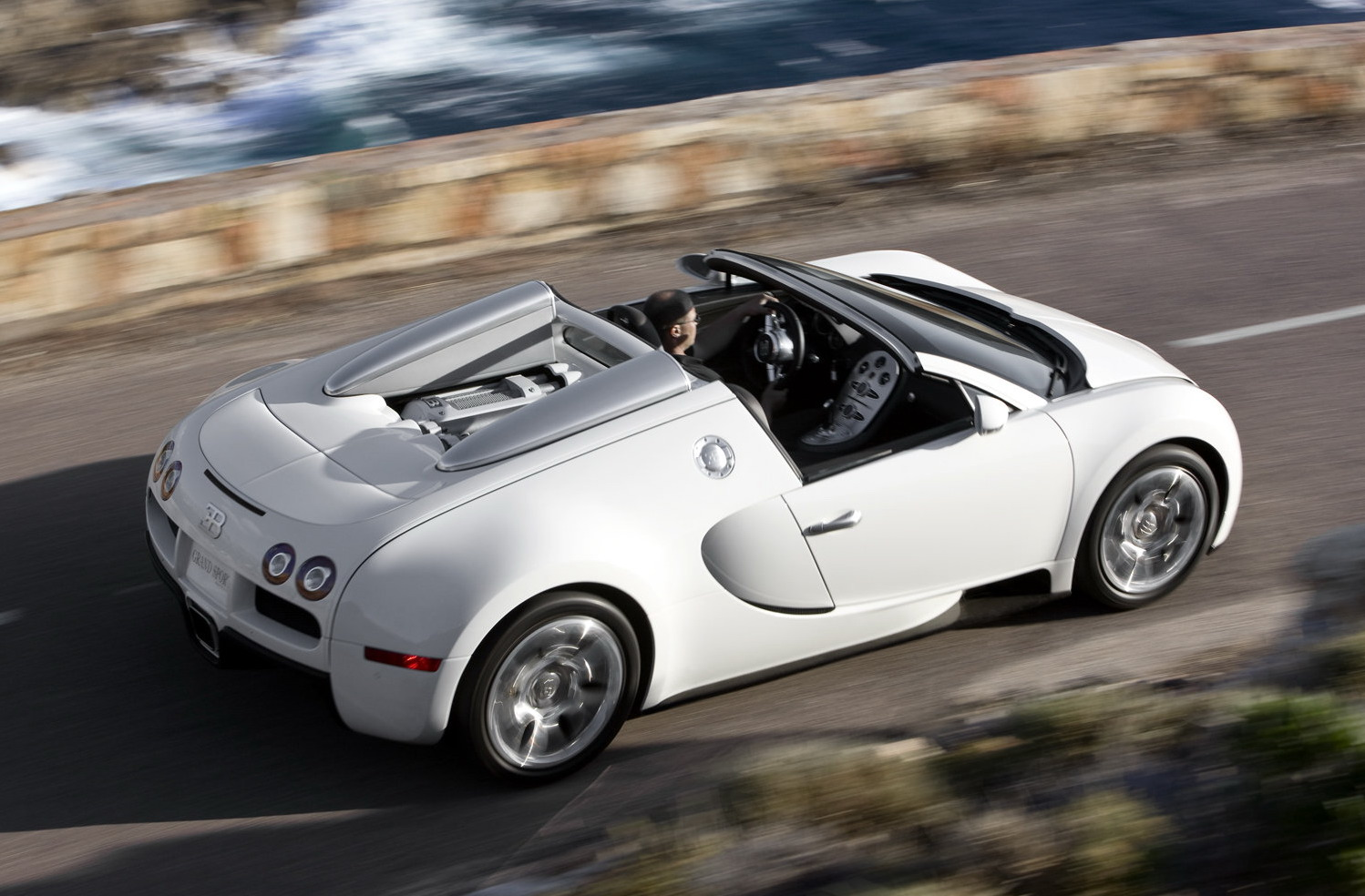 bugatti veyron 16 4 grand sport debut at pebble beach details and photo it s your auto world. Black Bedroom Furniture Sets. Home Design Ideas