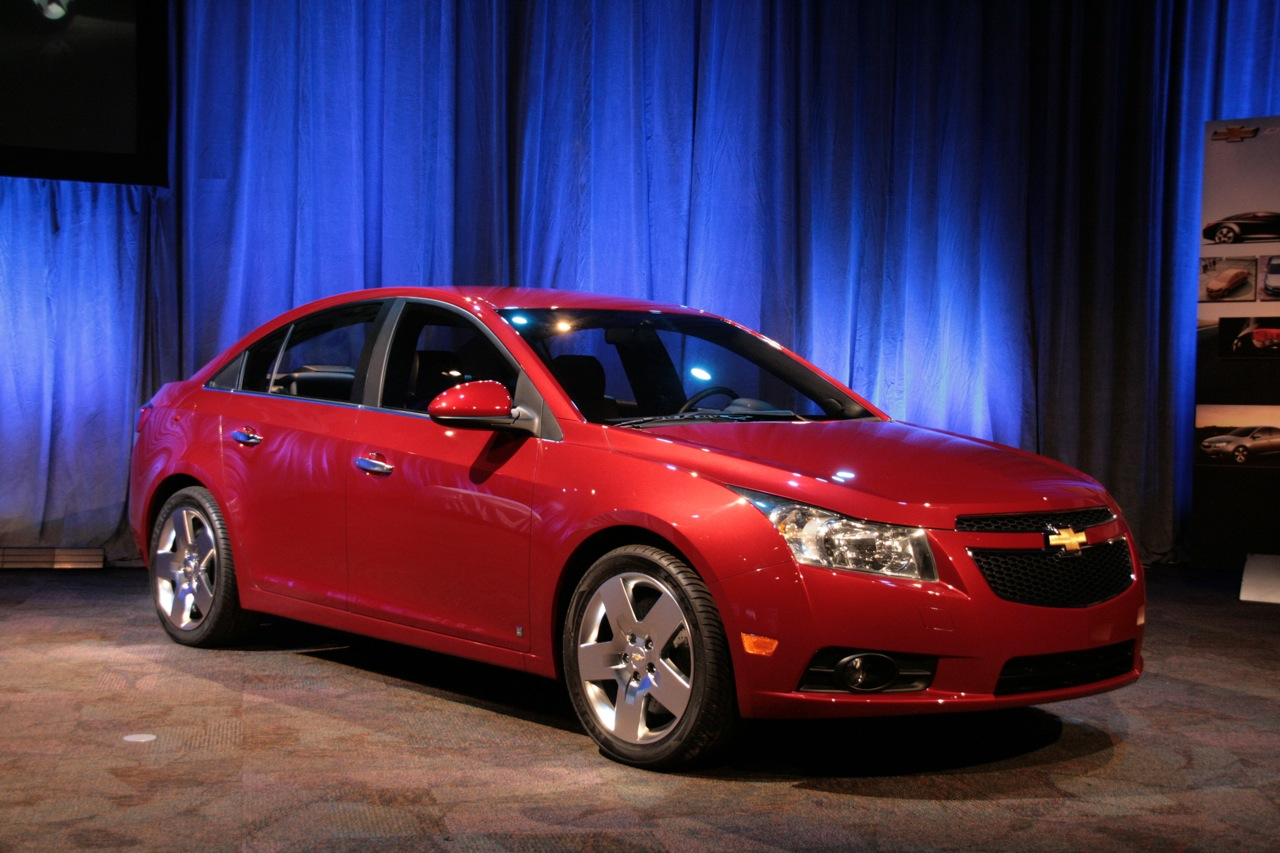 first official images of new 2011 chevrolet cruze it s your auto world new cars auto news. Black Bedroom Furniture Sets. Home Design Ideas