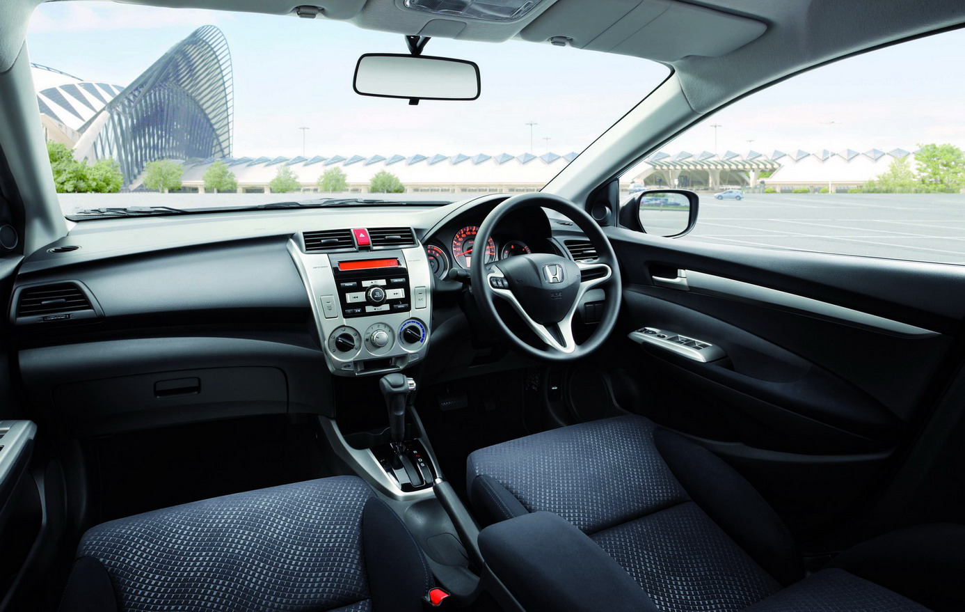 Honda city flagrado no interior de sp for Image city interiors