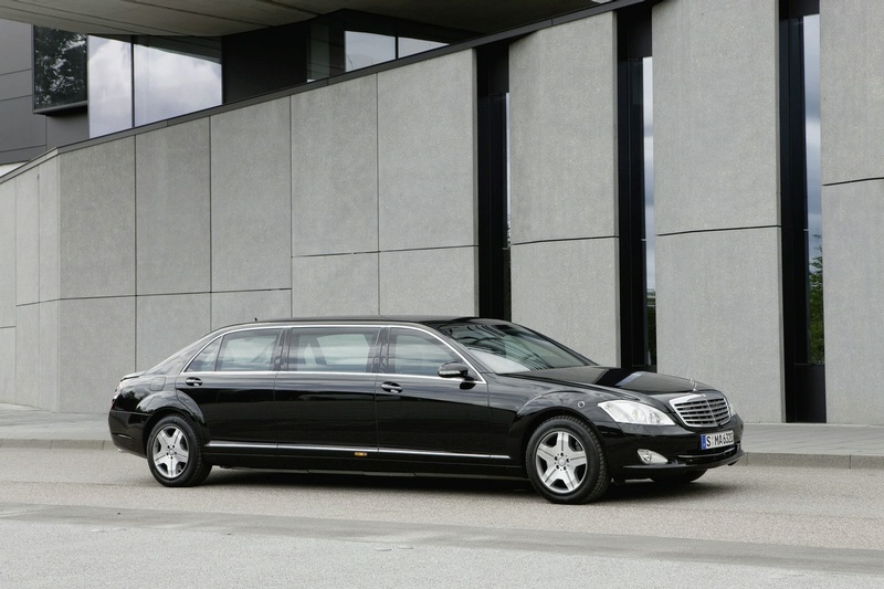 Mercedes benz guard limousine it s your auto world for Mercedes benz limo