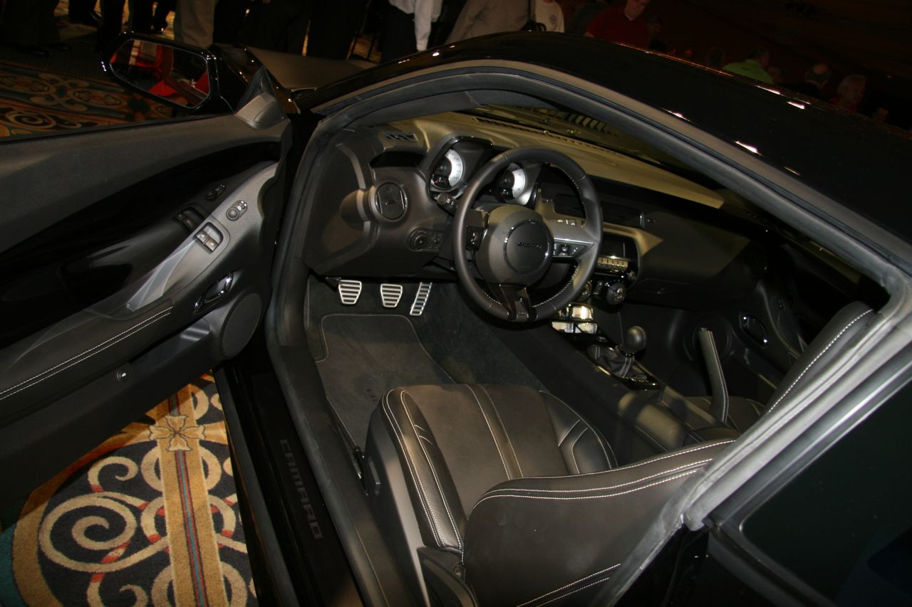 chevrolet camaro black concept interior live at sema 2008 img 3 it s your auto world new. Black Bedroom Furniture Sets. Home Design Ideas