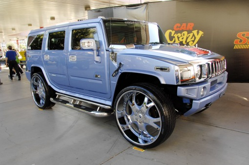 hummer-h2-sema-2008-with-30in-wheels-img_1