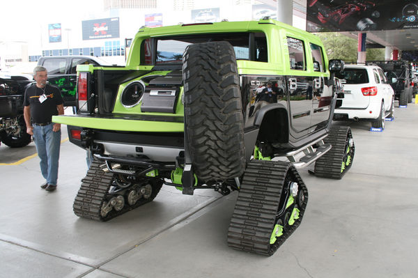 Gas Mileage For A Hummer >> SEMA Hummers: Amazing and Strange | It's your auto world :: New cars, auto news, reviews, photos ...