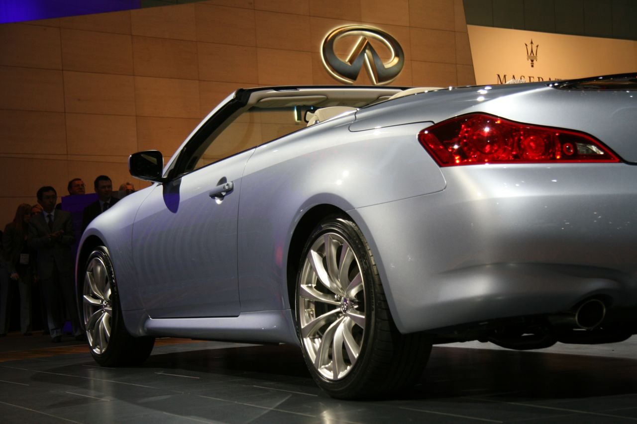 new 2009 infiniti g37 convertible makes debut at the l a autoshow photo video it s your. Black Bedroom Furniture Sets. Home Design Ideas