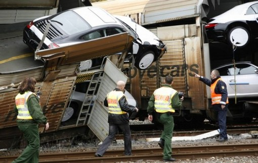 train-crash-carrying-106-new-porsche-germany-img_3