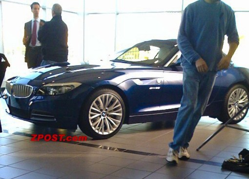 bmw-z4-2010-in-showroom-spy-img_1
