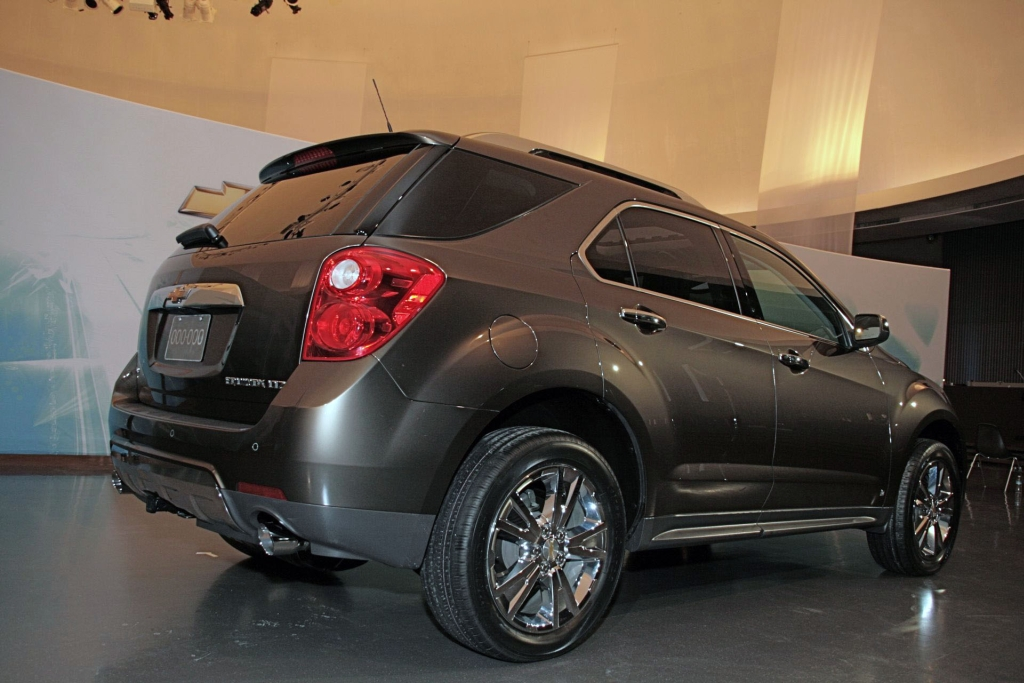 new 2010 chevrolet equinox revealed ahead of detroit auto show detais and video it s your. Black Bedroom Furniture Sets. Home Design Ideas