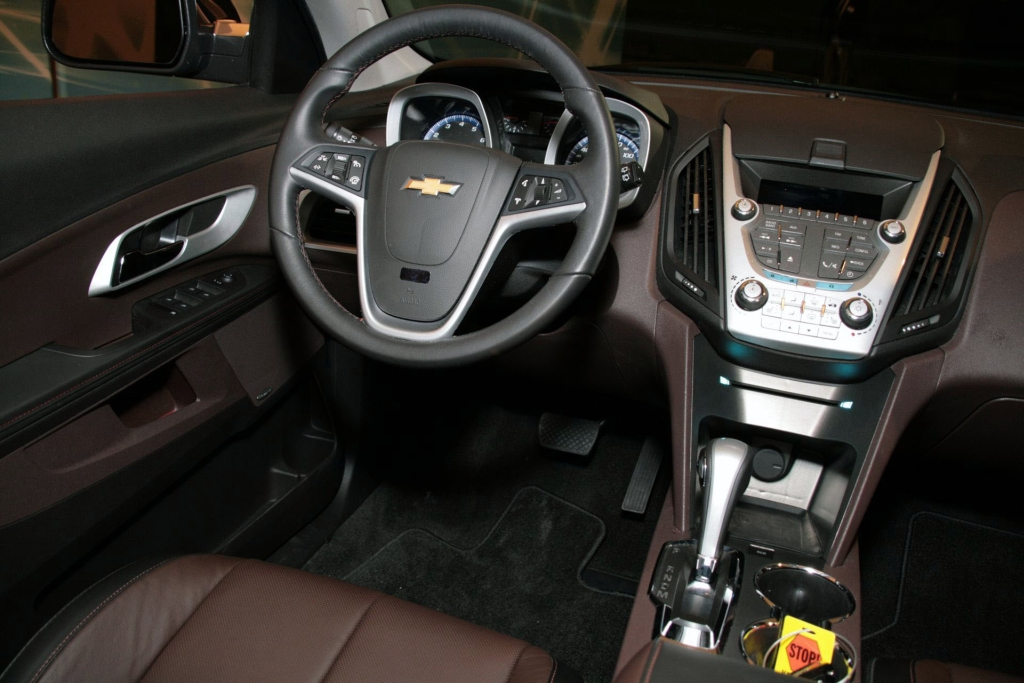 new 2010 chevrolet equinox revealed ahead of detroit auto show detais and video it s your