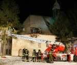 accident-car-lands-on-church-roof-germany-img_10