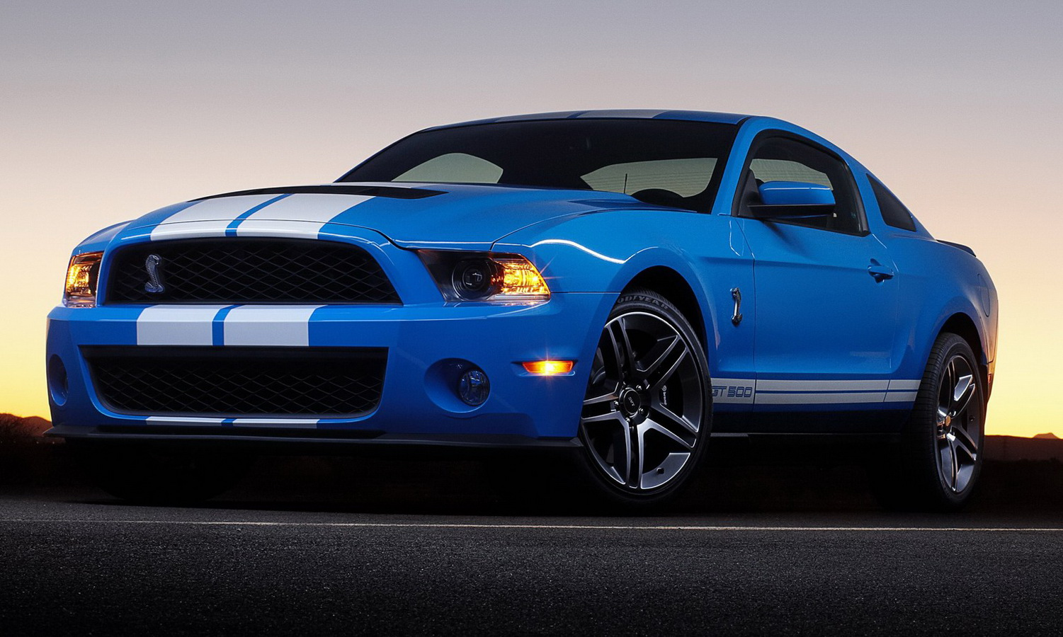 new 2010 ford shelby gt500 coupe and convertible revealed photo it s your auto world new. Black Bedroom Furniture Sets. Home Design Ideas