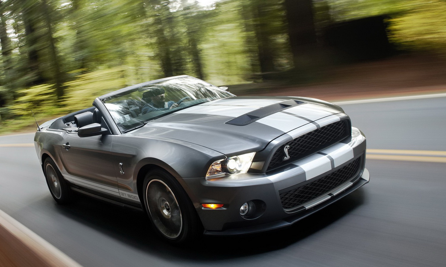 new 2010 ford shelby gt500 coupe and convertible revealed photo its your auto world new cars auto news reviews photos videos