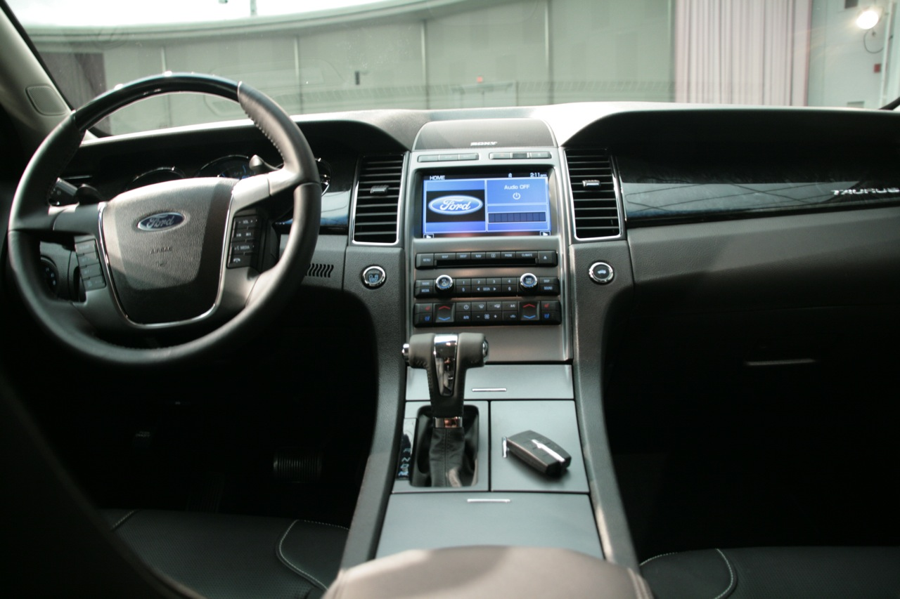 2010 ford taurus revealed at the detroit auto show 2009 for Interior design pricing strategy