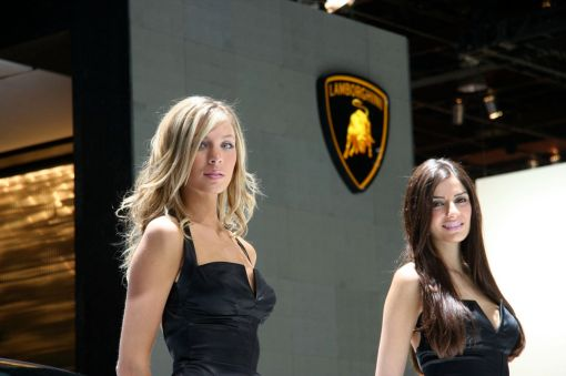girls-at-detroit-auto-show-2009-naias-img_1