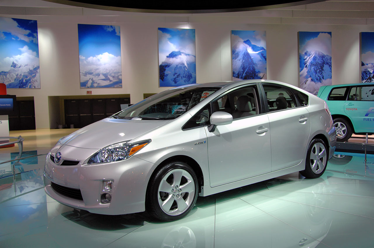 New 2010 Toyota Prius Hybrid Unveiled In Detroit It S