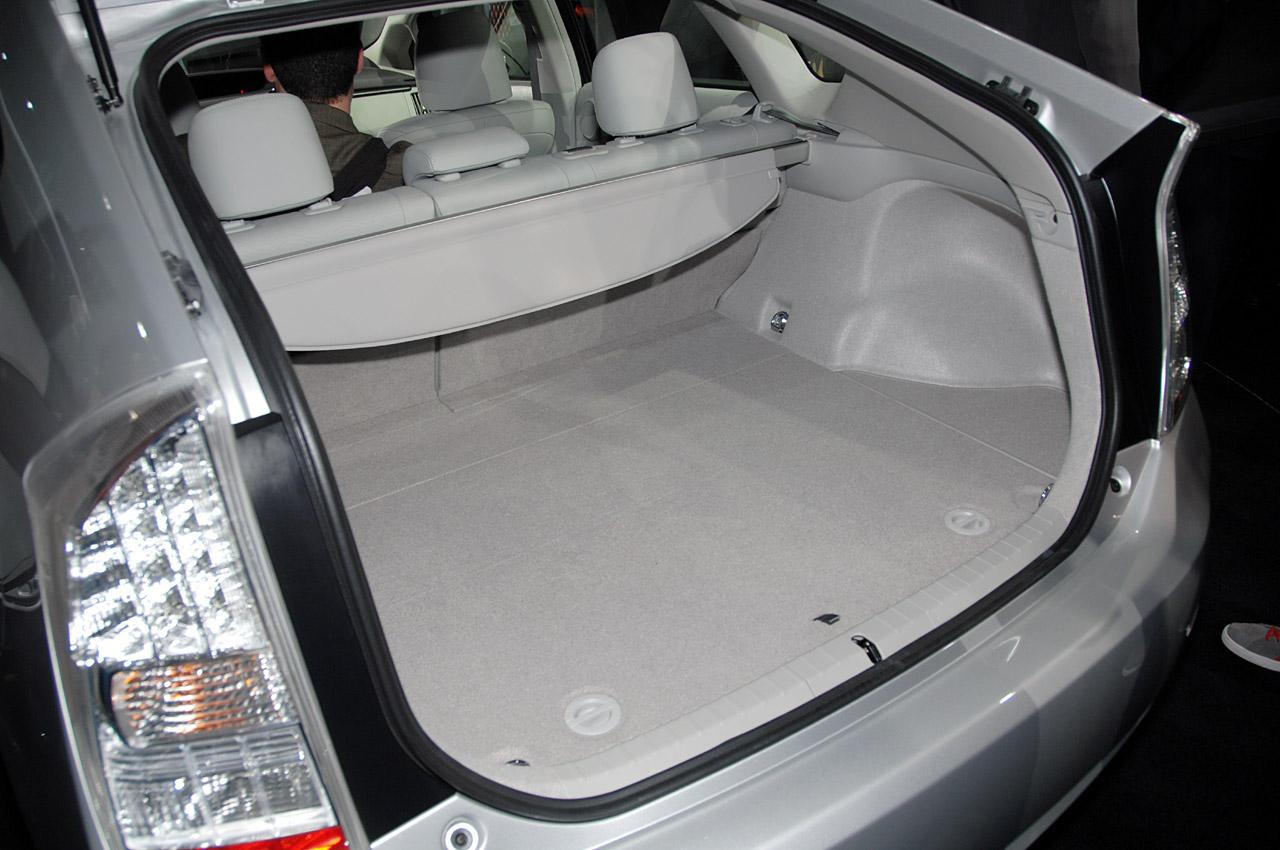 Toyota Prius Hybrid 2010 Live At Detroit 2009 Interior Img