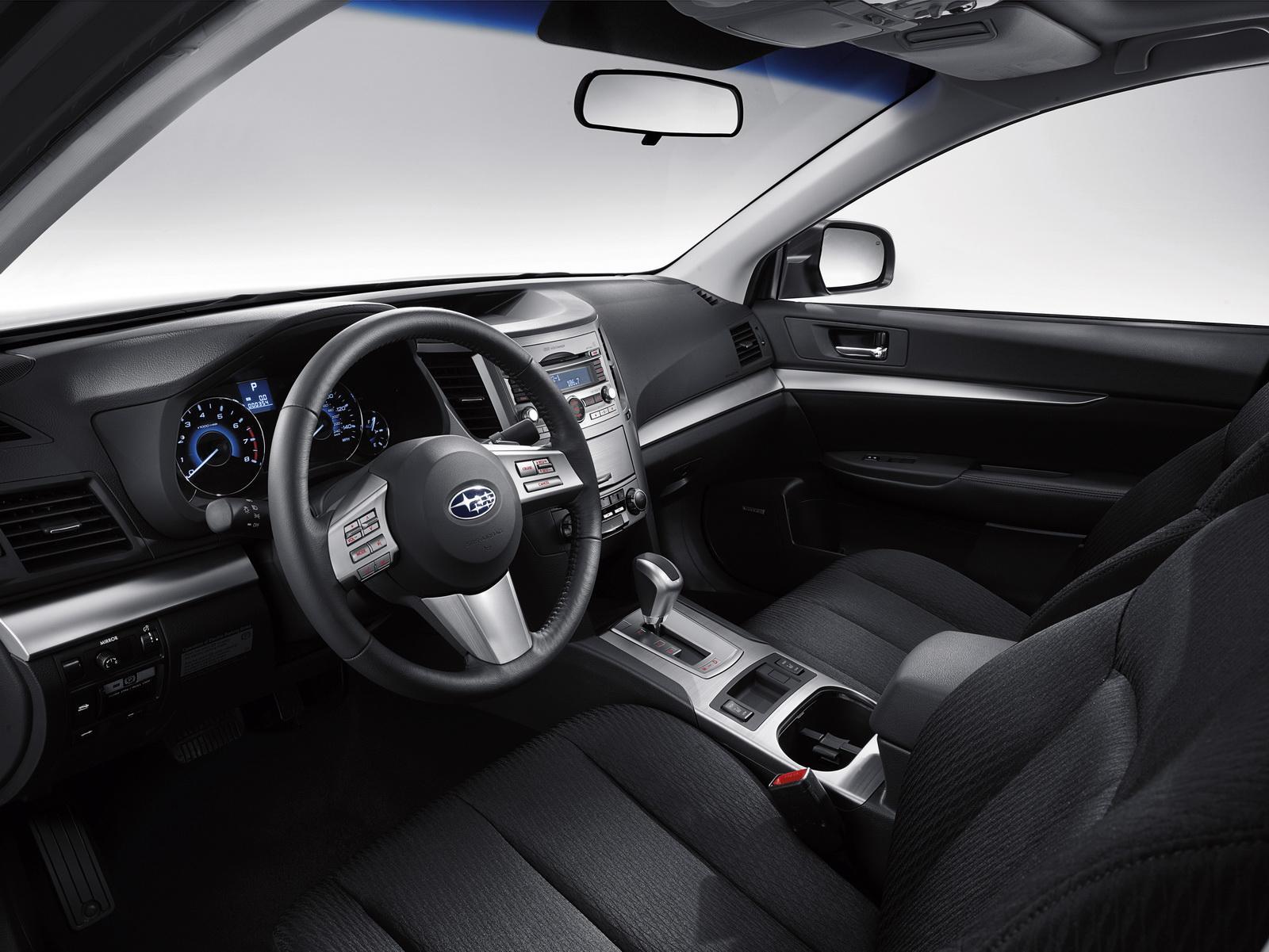 Фото салона автомобилей Subaru Legacy .