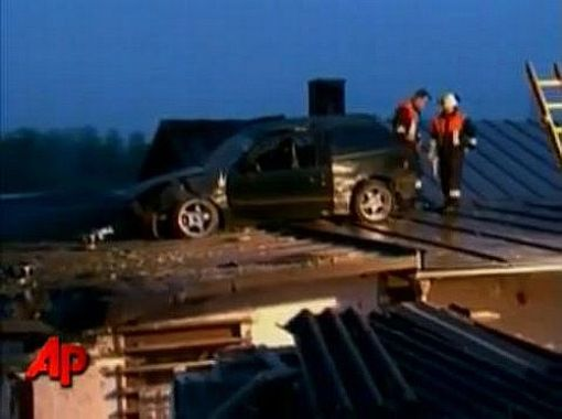 Mitsubishi Colt lands on building roof img