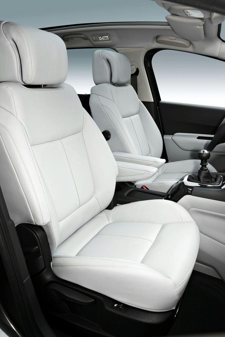 Peugeot 5008 interior img 11 it s your auto world new for Interieur 5008