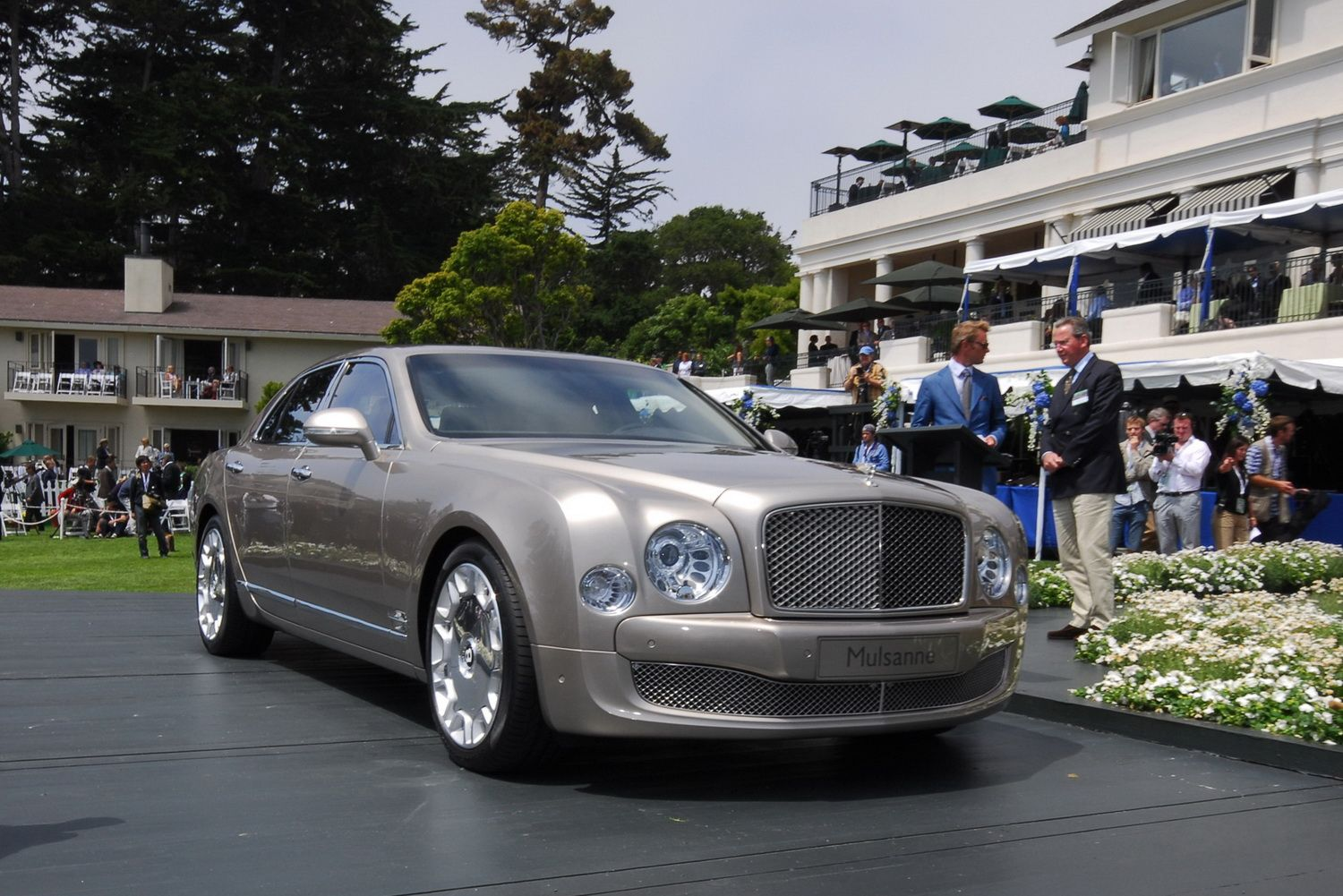 2011 bentley mulsanne live at pebble beach concours delegance new 2010 bentley mulsanne revealed at pebble beach details and photos 2011 bentley mulsanne live at pebble beach concours delegance img1 autoworld vanachro Image collections