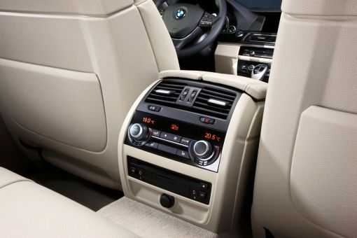 BMW 5 Series Sedan 2011 img_27
