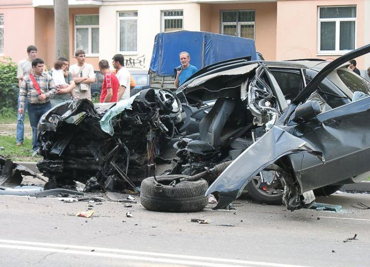 Car Accident Bmw X5 Tear To Pieces Photos It S Your
