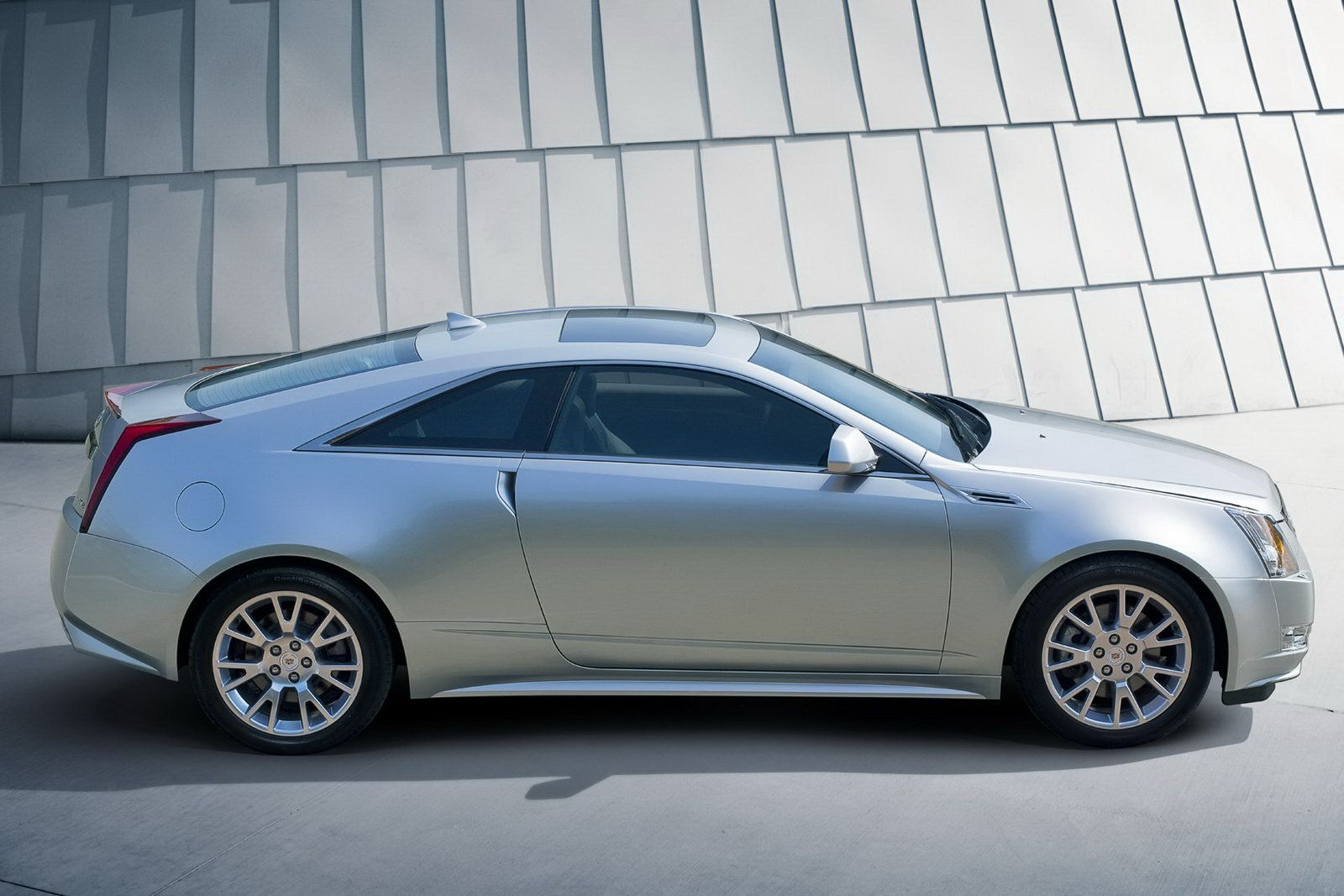 new 2011 cadillac cts coupe officially revealed details and photos it s your auto world. Black Bedroom Furniture Sets. Home Design Ideas
