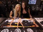 Girls_at_2009_SEMA_Auto_Show_img_4