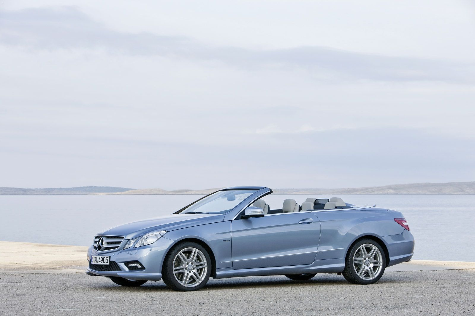 new 2010 mercedes e class convertible officially revealed