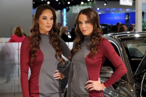Girls at Detroit Auto Show 2010 NAINAS img_11