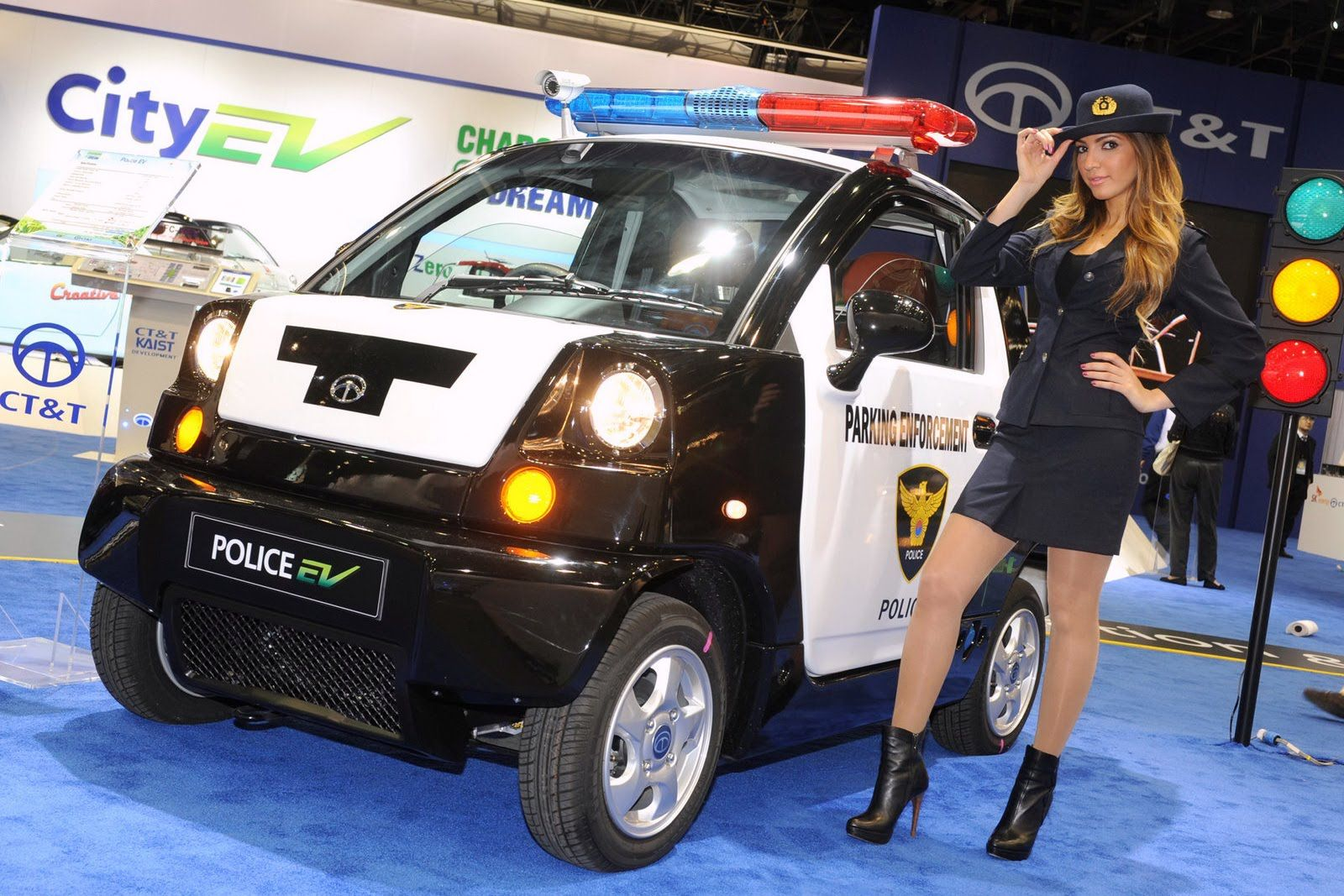 Girls at Detroit Auto Show