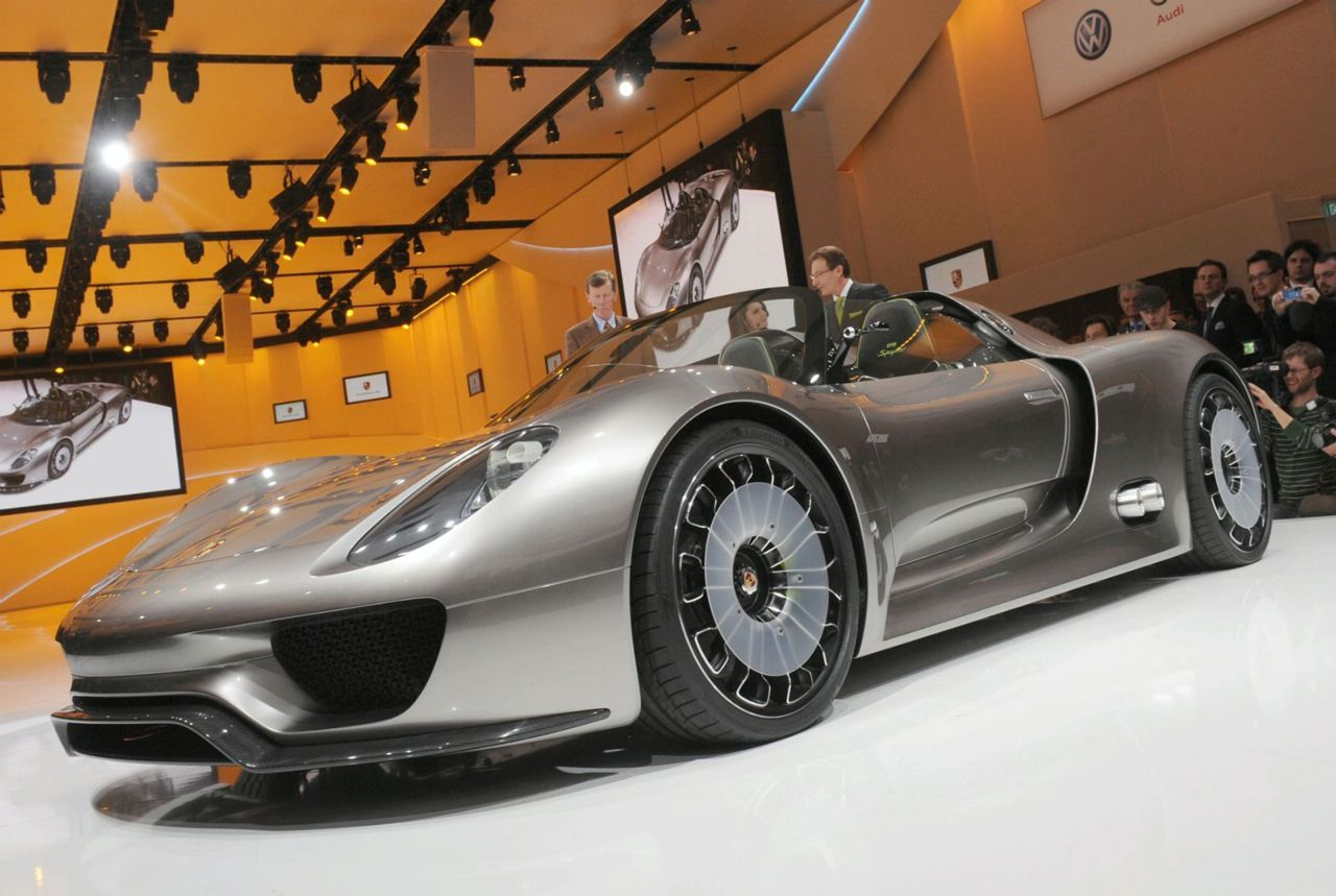 new porsche 918 spyder sports plug in hybrid concept revealed in geneva photos and video it. Black Bedroom Furniture Sets. Home Design Ideas