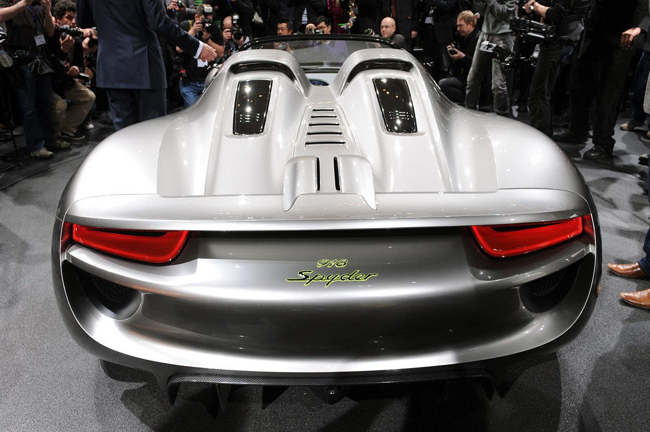 porsche 918 spyder hybrid concept live in geneva img 7 it s your auto world. Black Bedroom Furniture Sets. Home Design Ideas