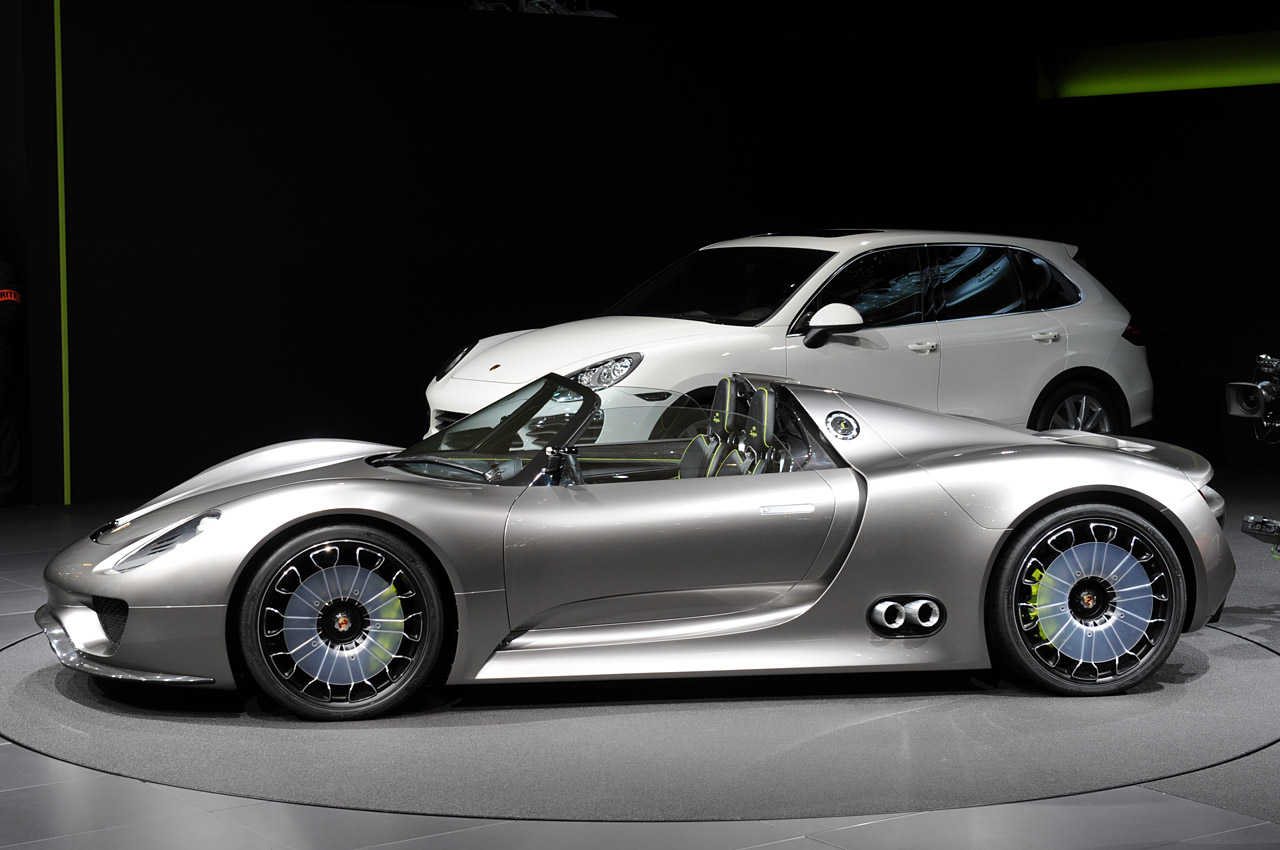 new porsche 918 spyder sports plug in hybrid concept revealed in geneva phot. Black Bedroom Furniture Sets. Home Design Ideas