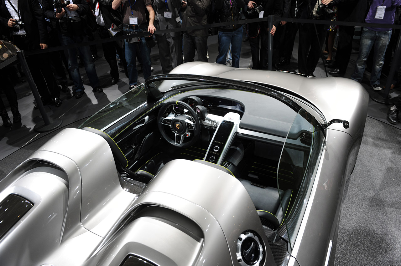 new porsche 918 spyder sports plug in hybrid concept revealed in geneva photos and video porsche 918 spyder hybrid concept live in geneva img_9